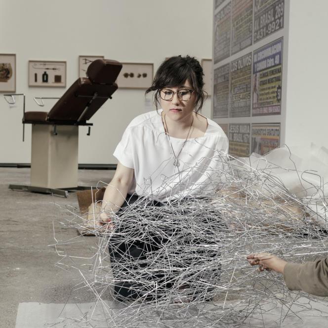 Laia Abril, photographe, lors de l'accrochage de son exposition au Magasin Electrique, «Une histoire de la misogynie, chapitre un : de l'avortement», à Arles en juin 2016.