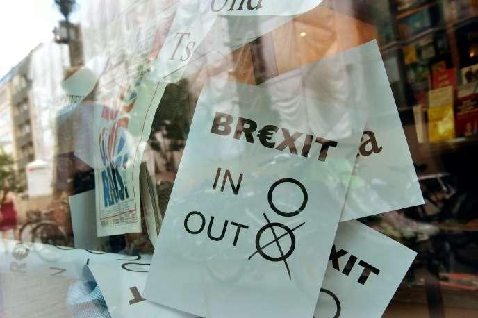 Le poster d'un bulletin de vote sur une vitrine de Berlin, le 24 juin 2016. La veille, le Royaume-Uni avait voté sa sortie de l'Union européenne.
