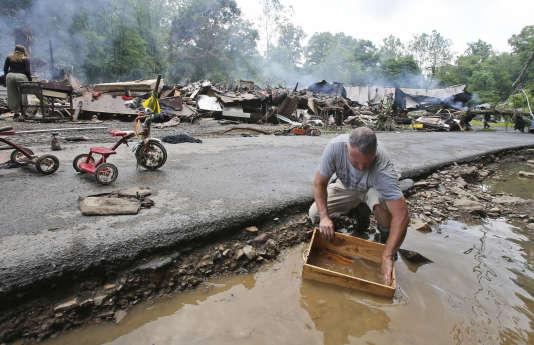 A White Sulphur Springs, vendredi, après les inondations.