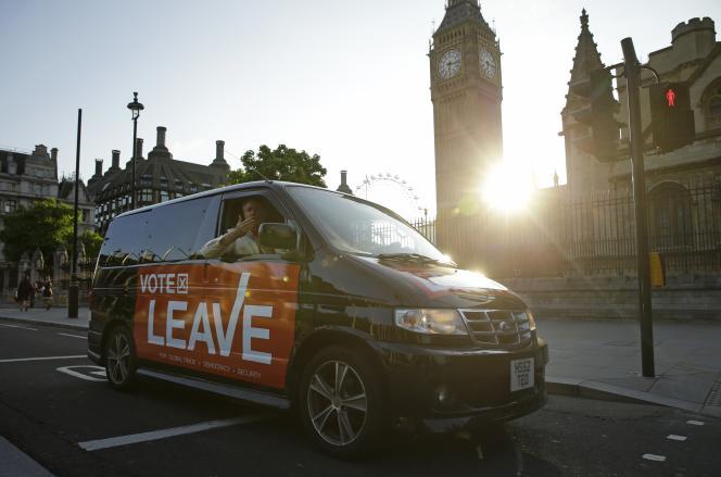 Un partisan du « Brexit» devant Parliament Square, à Londres, le 24juin.