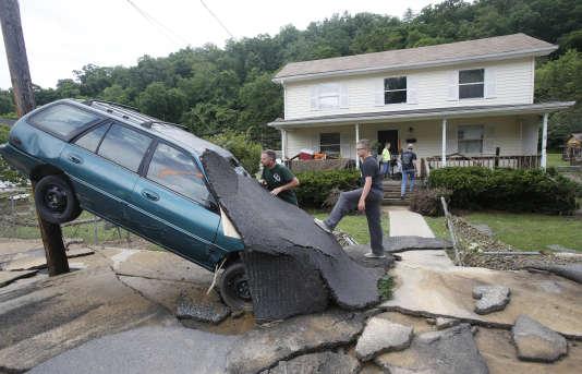 A White Sulphur Springs (Virginie-Occidentale), après les pluies torrentielles qui se sont abattues le 24juin.