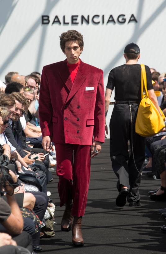 Le tout premier défilé homme de Balenciaga, lors de la Fashion Week parisienne, le 22 juin 2016.