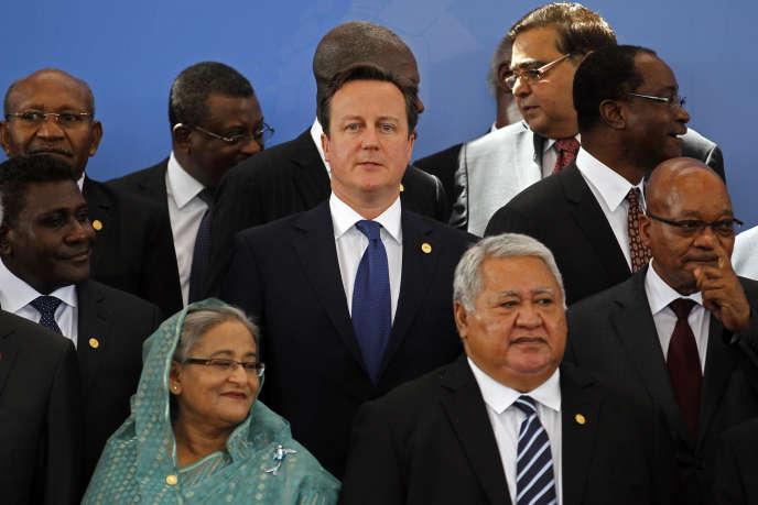 Le premier ministre britannique, David Cameron, lors d'un sommet duCommonwealthen2013 au Sri Lanka. A sa gauche, le président sud-africain, Jacob Zuma, partenaire important du Royaume-Uni en Afrique.