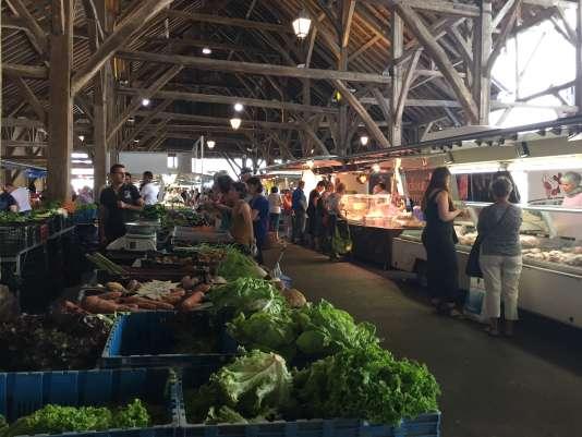 Jour de marché à Clisson, vendredi 24 juin, au sud-est de Nantes.