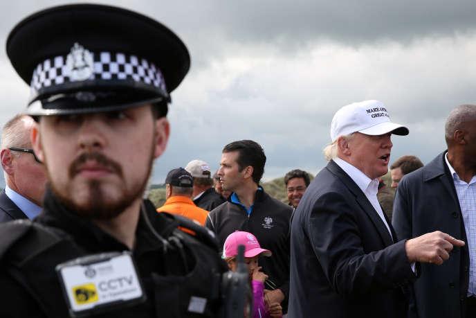 Il s'agissait du premier déplacement à l'étranger de M. Trump depuis qu'il a remporté les primaires du Parti républicain dans la course à la Maison Blanche.