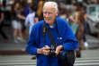 Bill Cunningham dans les rues du quartier de Manhattan à New york en 2014.