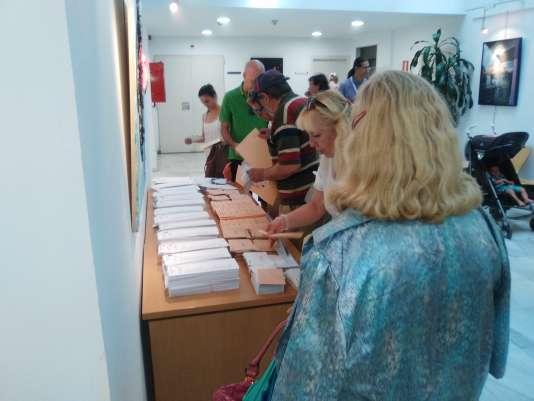 Bureau de vote dans le centre culturel Gloria-Fuertes, au nord de Madrid, le 26 juin.