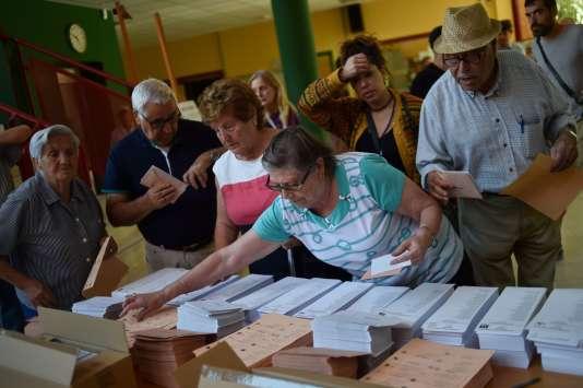 Bureau de vote du quartier de Moncloa-Aravaca, à Madrid, le 26 juin.
