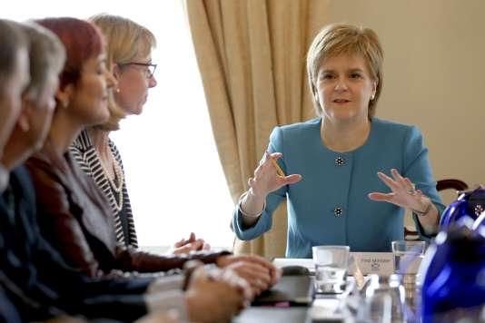 La première ministre écossaise Nicola Sturgeon a réuni son gourvenement en urgence à Edimbourg le 25 juin .
