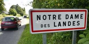Depuis six mois, les médiateurs désignés par le gouvernement ont pesé le « pour » et le « contre » des deux scénarios : le maintien de l'aéroport actuel au sud de Nantes, et son réaménagement, ou son transfert sur un nouveau site à Notre-Dame-des-Landes, au nord de Nantes.