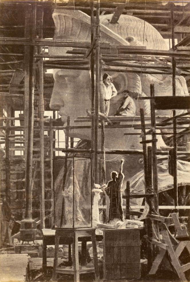 Construction de la statue de la Liberté(1881-1884) :la tête. D'après une photographie de Charles Marville.