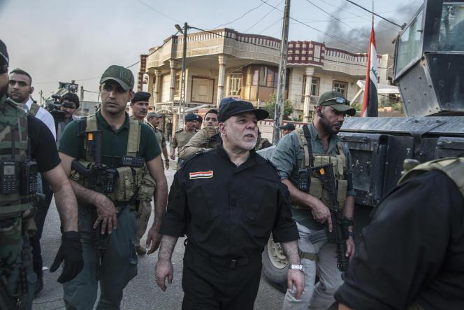 Haïder Al-Abadi, premier ministre irakien, en visite àFallouja le 26juin.