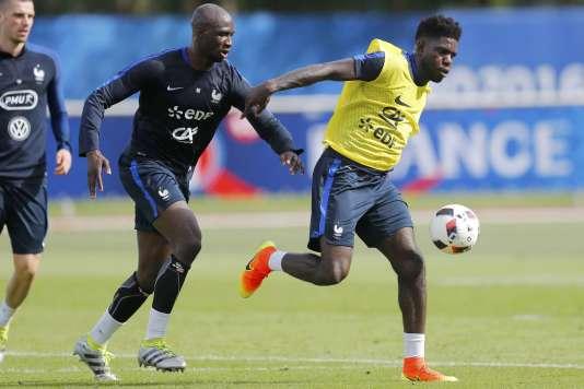 Samuel Umtiti est passé devant Eliaquim Mangala dans la hiérarchie des défenseurs centraux français. REUTERS/Stephane Mahe