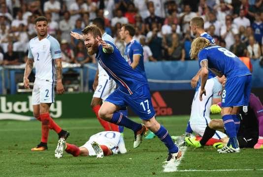 La joie de Aron Gunnarsson à la fin du match face à l'Angleterre.