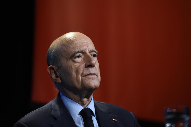 Alain Juppé (LR), lors de la présentation de son programme économique pour les élections présidentielles, à Paris, le 10 mai.