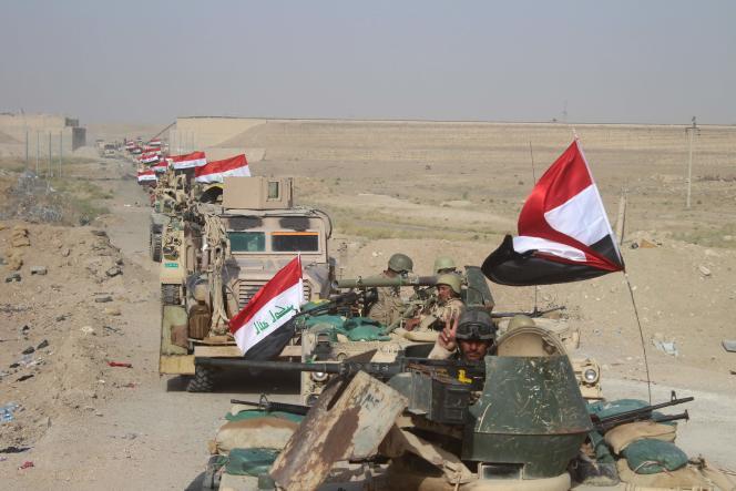 Une colonne des forces gouvernementales irakiennes à l'ouest de Fallouja, le 27 juin.