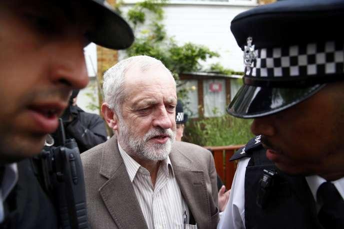 Jeremy Corbyn à la sortie de son domicile, à Londres, le 27 juin.