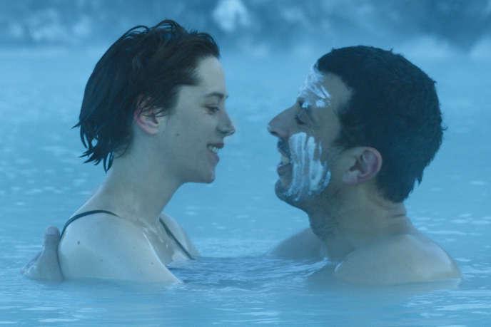 Florence Loiret-Caille et Samir Guesmi dans le film français et islandais de Solveig Anspach, « L'Effet aquatique ».