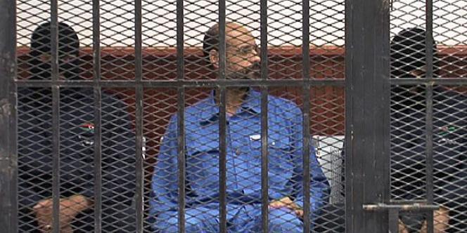Cette photo du 2 mai 2013 montre Saïf Al-Islam Kadhafi dans le box des accusés à Zintan, au nord-ouest de la Libye.