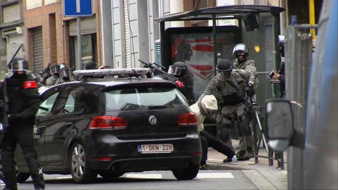 Pendant l'arrestation de Salah Abdeslam à Molenbeek (Belgique), le 18 mars.