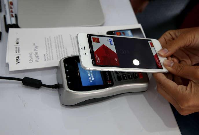 Démonstration de l'Apple Pay.