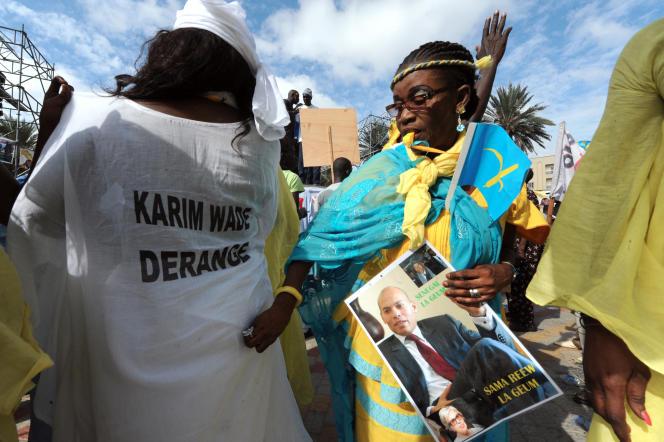 Des partisans du Parti démocratique sénagalais manifestent en faveur de Karim Wade, à Dakar, le 21 novembre 2014.