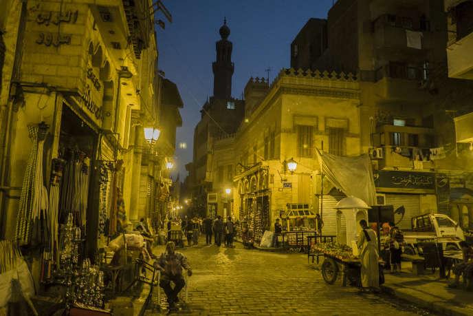 Dans le bazar de Khan el-Khalili, au Caire, pendant le mois du ramadan, en juillet 2014.