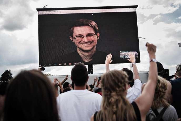 Le lanceur d'alerte Edward Snowden participe à des conférences dans le monde entier via webcam depuis la Russie où il a trouvé refuge. Il a participé à un festival au Danemark le 28 juin dernier.