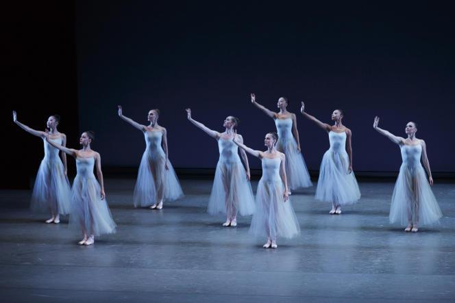 « Serenade» par le New York City Ballet d'après une chorégraphie de George Balanchine.