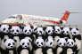 Inauguration du premier vol commercial du petit porteur Comac ARJ21 sur le tarmac de l'aéroport international deChengdu-Shuangliu, le 28 juin