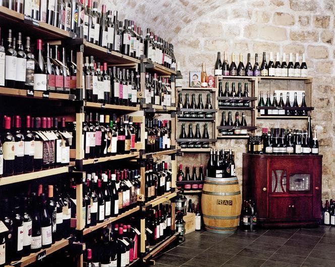 Dans la cave de l'épicerie RAP, on peut trouver près de 360 vins italiens.