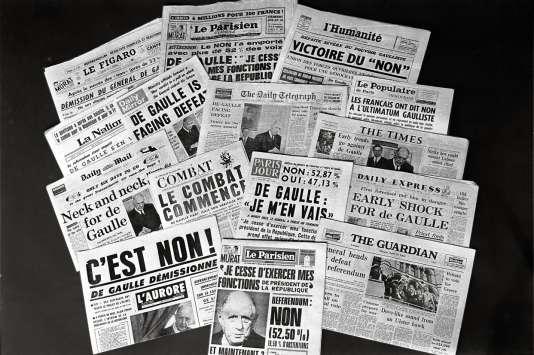 « Unes» de journaux annonçant la démission de Charles De Gaulle.