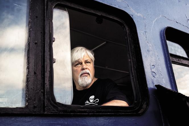 «Si l'océan meurt, nous mourrons aussi», expliquePaul Watson, une star de la militance écologiste. En1977, ilavait notamment participé ausauvetage de bébés phoques sur la banquise,avec Brigitte Bardot.
