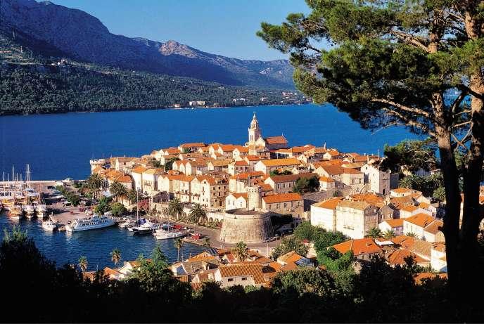 L'île de Korcula, dans le sud de la Croatie. Sur les pentes raides alentour sont produits d'excellents vins rouges.