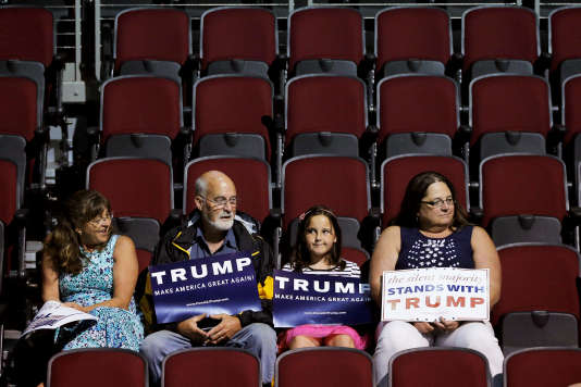 Audience members wait for a campaign rally with U.S. Republican presidential candidate Donald Trump in Bangor, Maine, June 29, 2016. REUTERS/Brian Snyder