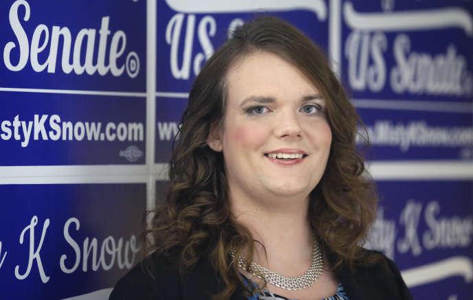 Mme Snow est la première candidate transgenre d'un grand parti à briguer le Sénat. Si elle gagnait, elle serait aussi le plus jeune sénateur jamais élu.