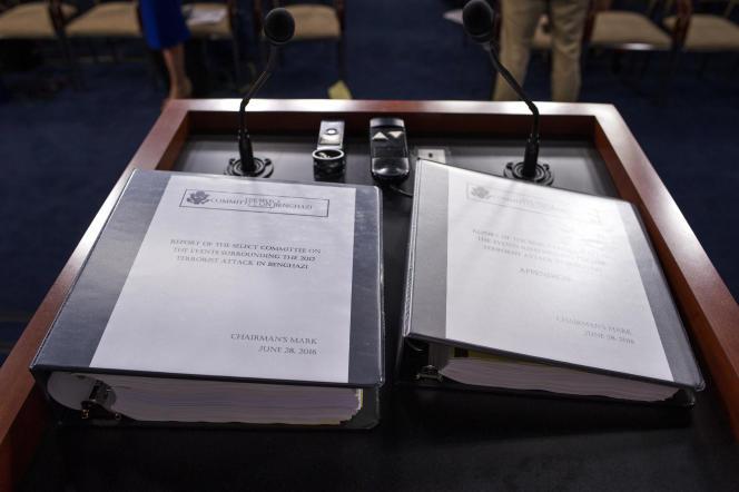 Le rapport sénatorial sur l'attaque du consulat américain de Benghazi lors de sa présentation à Washington, le 28 juin .