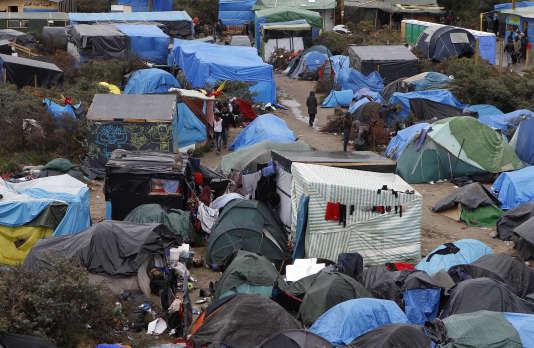 Un migrant a été tué lors d'une rixe dans la « jungle » de Calais, dans la nuit de lundi à mardi 26 juillet. Une première depuis la formation de la « jungle » au printemps 2015, selon la préfecture.