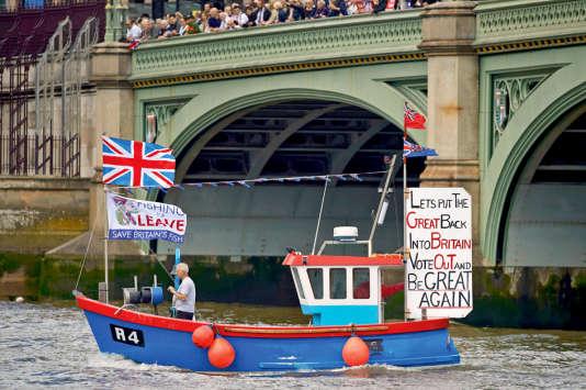 La campagne électorale pro-Brexit sur la Tamise, à Londres.