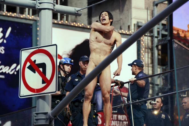 Un étudiant de 21 ans s'est dénudé sur Broadway, à New York, le 30 juin. Il criait«Where's Trump?» (« Où est Trump?») avant d'être interpellé.