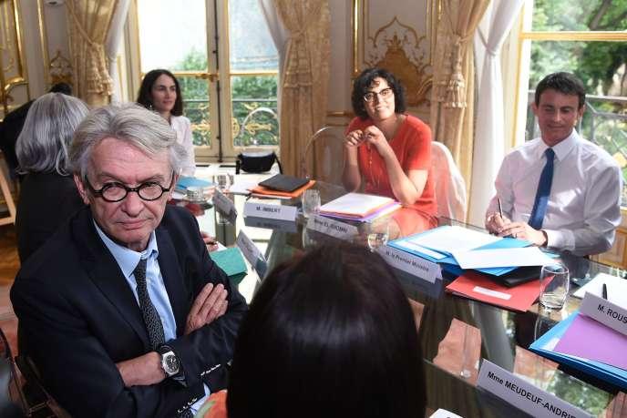 Jean-Claude Mailly (à gauche), le secrétaire général de Force ouvrière, à Matignon, le 29 juin 2016.