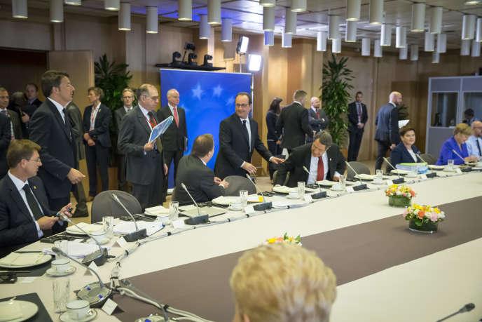 Premier petit-déjeuner à vingt-sept pour les chefs d'Etat et de gouvernement lors du sommet européen à Bruxelles, le 29 juin 2016.