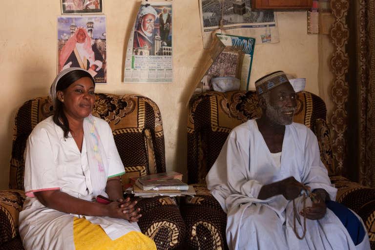 La sage-femme« volante» Ngor fait sa visite de courtoisie à l'imam de Dionie.