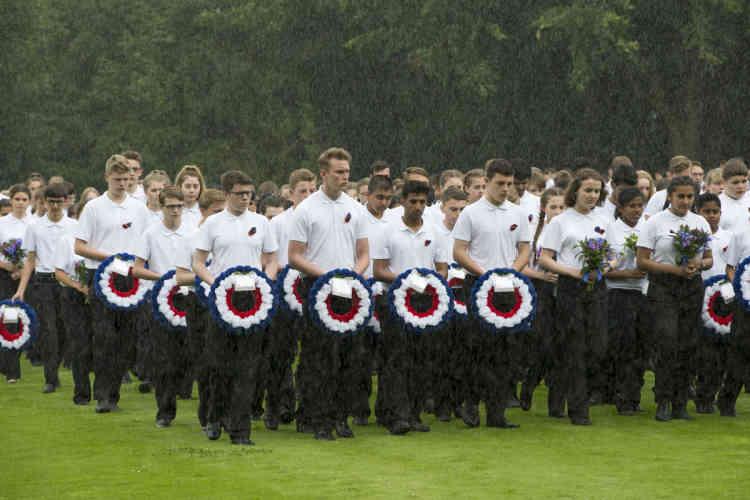 Introduisant la cérémonie, qui a duré une heure et demie, l'Orchestre des gardes gallois (Wesh Guards), l'Orchestre symphonique de la BBC et la Musique principale de l'armée de terre française ont interprété des musiques militaires.