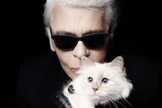 Choupette et Karl Lagerfeld. Elle est la «rédactrice en chef» de son journal« The Karl Daily».