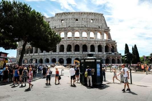 Autre symbole de la Ville Eternelle, qui accueille environ dix mille touristes par an, le Colisée.
