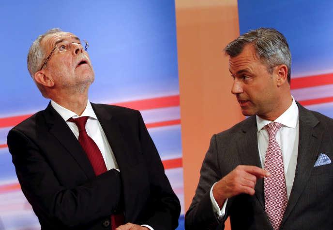 Le candidat écologiste Alexander Van der Bellen et celui du parti d'extrême droite FPÖNorbert Hofer à Vienne, le 24 avril 2016.