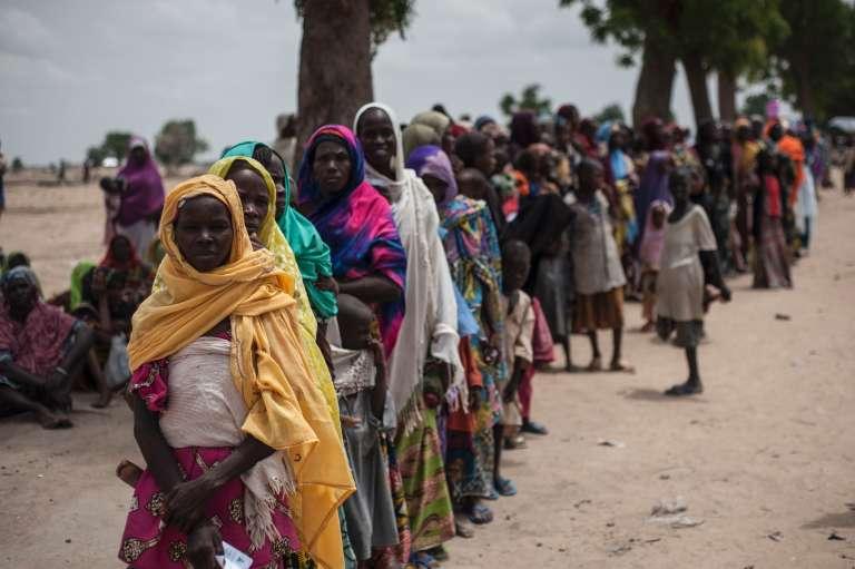 File d'attente devant un point de ravitaillement de l'Unicef au Nigeria, où opère Boko Haram.