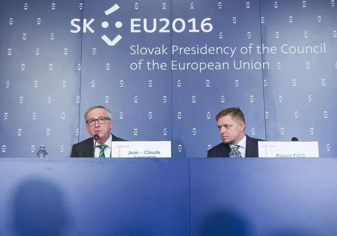 Le président de la Commission européenne,Jean-Claude Juncker, et le premier ministre slovaque, Robert Fico, le1erjuillet2016.