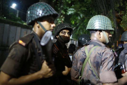 L'attaque du 1erjuillet à Dacca a fait deux morts et une quinzaine de blessés parmi les forces de l'ordre bangladaises.